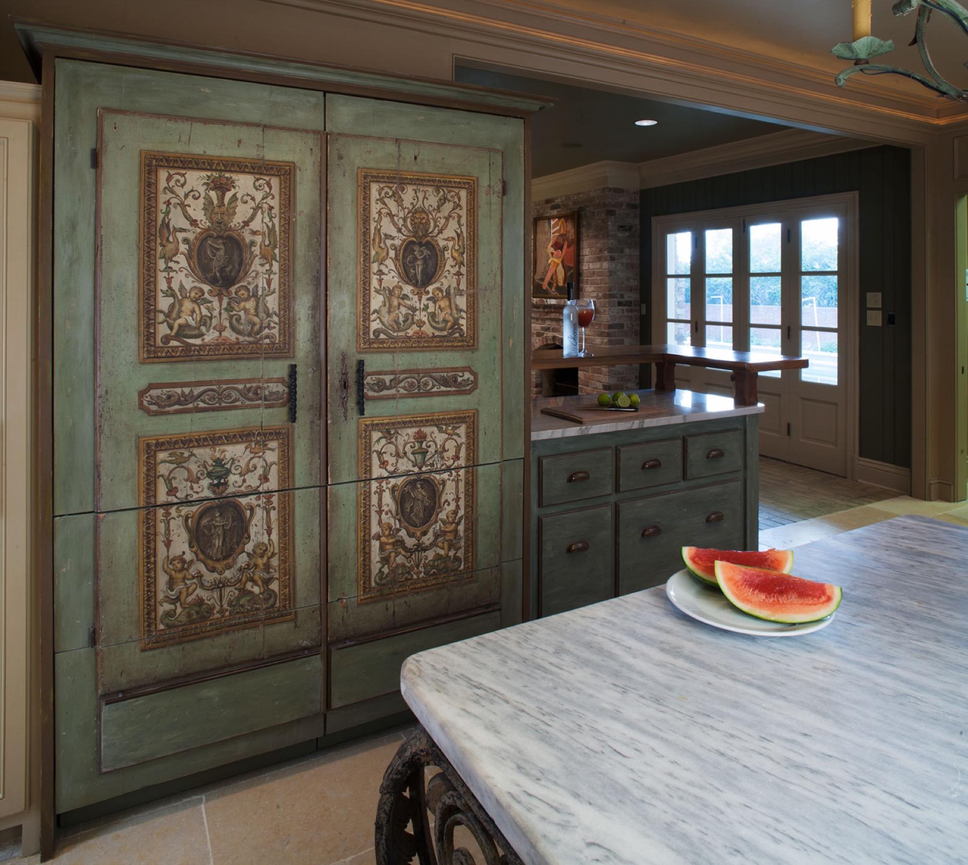 Old world charm tara shaw design antiques custom maison for Tara louise interior decoration design
