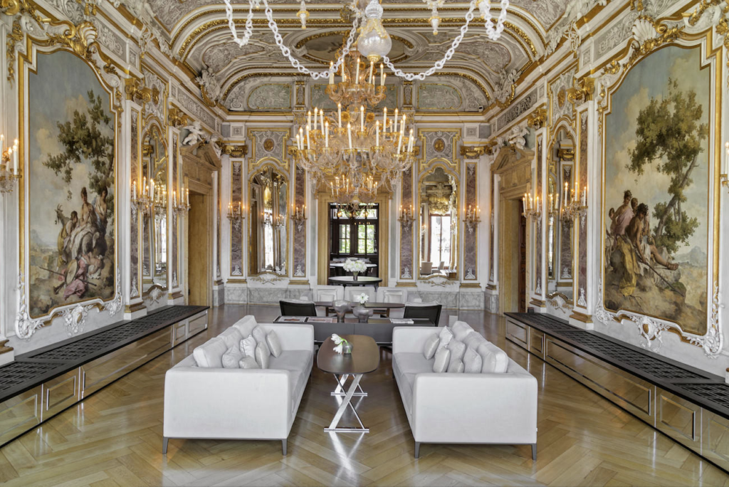 Ravishing rococo taking design cues from this classic for Design hotel venise