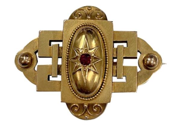 Victorian 16 Karat Yellow Gold Oval Pendant